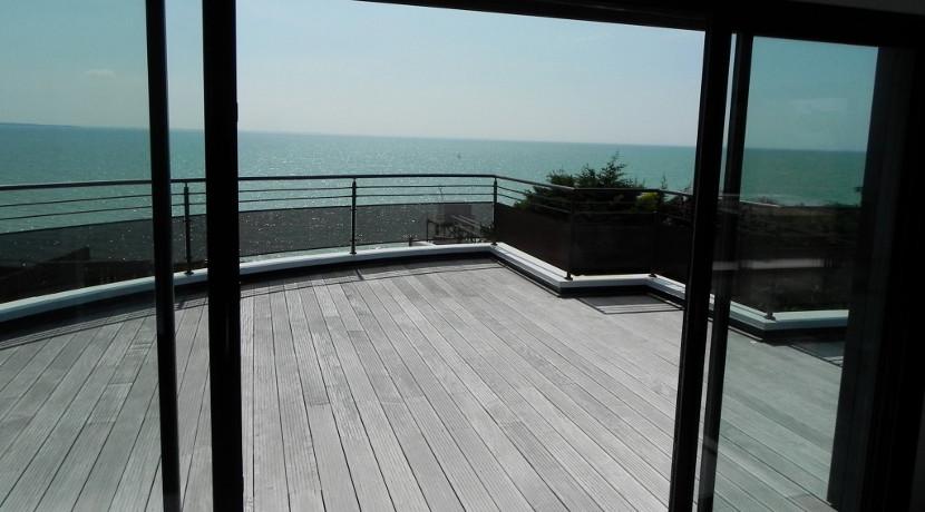 Luxueuse villa vendre avec vue sur la mer 10 minutes for Achat maison neuve la rochelle