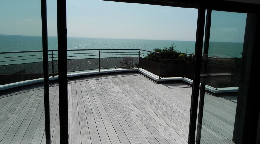 luxueuse villa vendre avec vue sur la mer 10 minutes de la rochelle al immo 17. Black Bedroom Furniture Sets. Home Design Ideas
