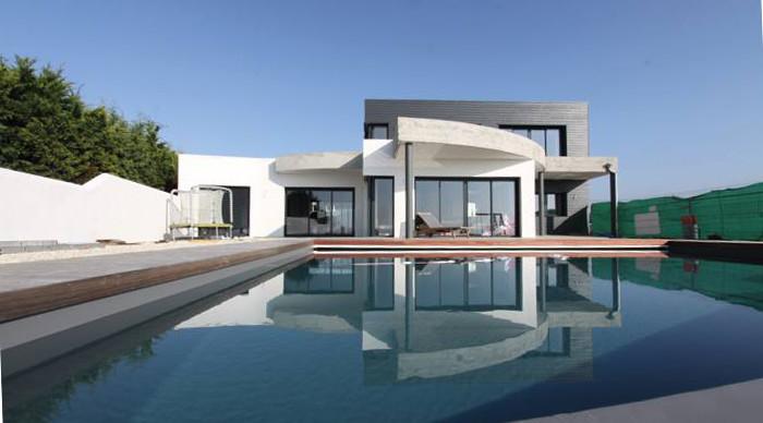 Luxueuse villa vendre avec vue sur la mer 10 minutes for Construction piscine la rochelle