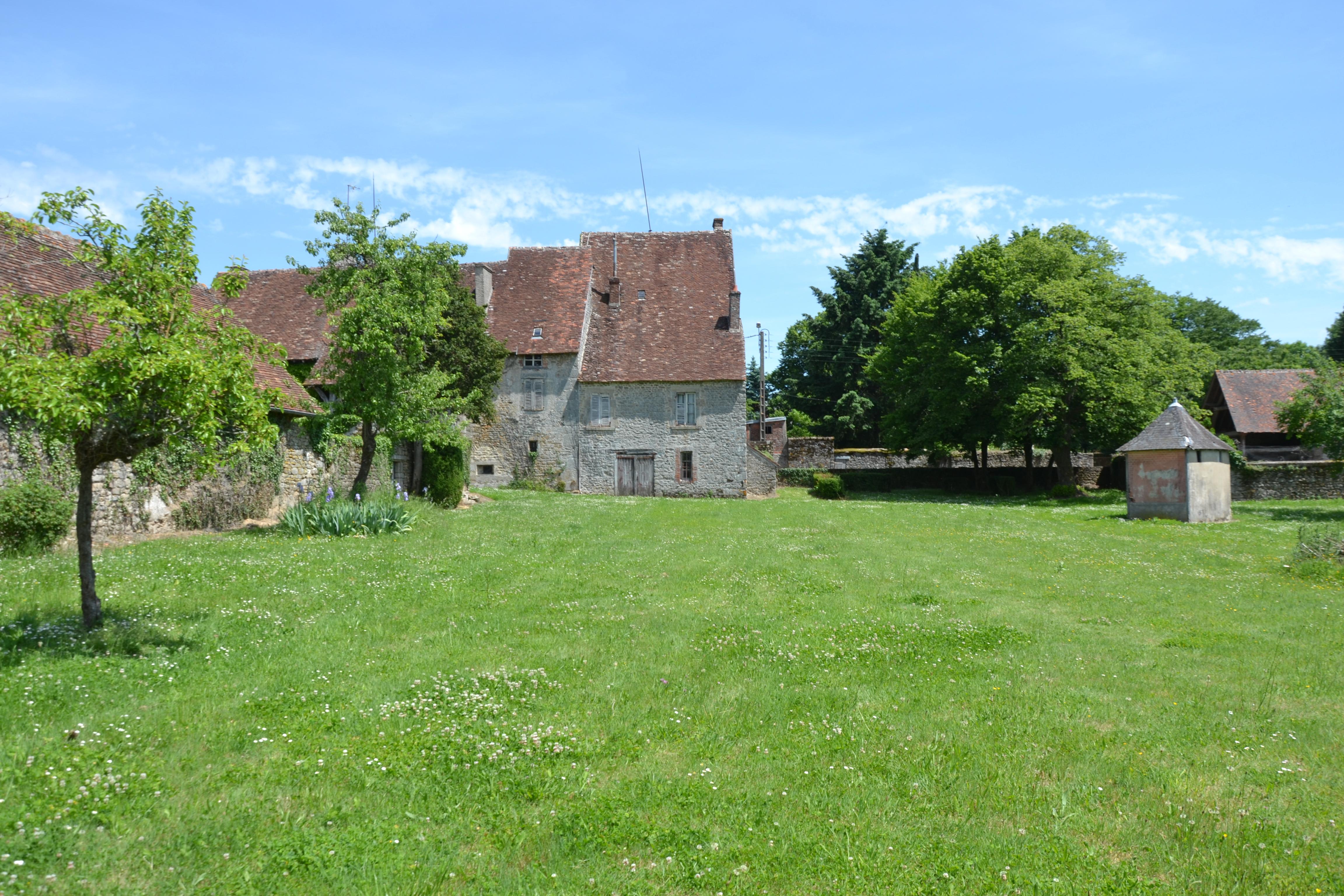 """""""Le château de la Pomme» est situé dans le département de la Haute Vienne."""